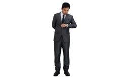 Hombre de negocios que mira el reloj Foto de archivo