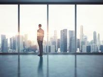 Hombre de negocios que mira la ciudad 3d rinden Imagenes de archivo