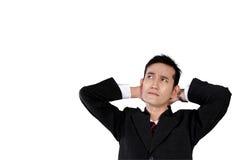 Hombre de negocios que mira para arriba con la cara pensativa, aislada en blanco Imagen de archivo
