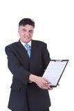 Hombre de negocios que muestra el contrato fotos de archivo libres de regalías