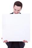 Hombre de negocios que muestra el letrero en blanco Foto de archivo libre de regalías