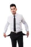Hombre de negocios que muestra sus bolsillos vacíos ¡Él es se rompió! Imágenes de archivo libres de regalías