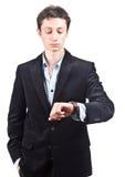 Hombre de negocios que muestra tiempo en el reloj Imagenes de archivo