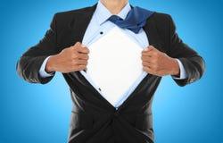 Hombre de negocios que muestra un juego del super héroe Foto de archivo