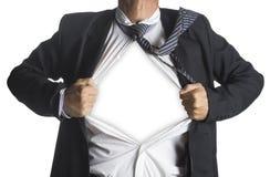 Hombre de negocios que muestra un traje del super héroe por debajo su traje Fotografía de archivo libre de regalías