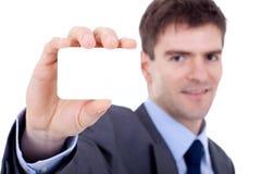 Hombre de negocios que muestra una tarjeta en blanco Foto de archivo