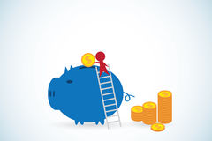 Hombre de negocios que pone la moneda en concepto de la hucha, del ahorro, de la inversión y del negocio Imagen de archivo