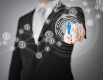 Hombre de negocios que presiona el botón con el contacto Imagen de archivo libre de regalías