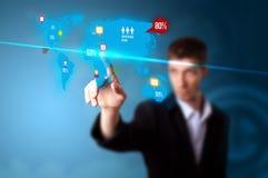 Hombre de negocios que presiona el botón social de los media Imagen de archivo libre de regalías