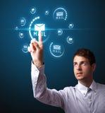 Hombre de negocios que presiona el tipo virtual de la mensajería de iconos Imagen de archivo libre de regalías