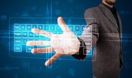 Hombre de negocios que presiona el tipo virtual de teclado Imagenes de archivo