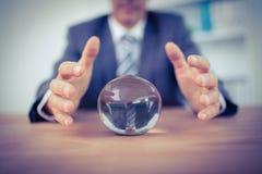 Hombre de negocios que prevé una bola de cristal Fotos de archivo