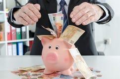 Hombre de negocios que protege su dinero Imagen de archivo libre de regalías