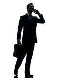 Hombre de negocios que recorre en la silueta del teléfono Imagenes de archivo
