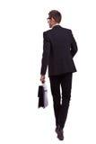 Hombre de negocios que recorre que sostiene una cartera Fotografía de archivo
