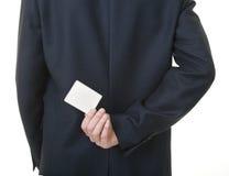 Hombre de negocios que retiene la tarjeta en blanco detrás el suyo fotos de archivo libres de regalías