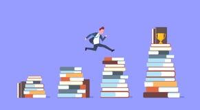 Hombre de negocios que salta sobre pilas de libros al hombre de negocios acertado Winner de la taza de oro Imagenes de archivo