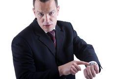 Hombre de negocios que señala al reloj Imágenes de archivo libres de regalías