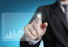 Hombre de negocios que señala en el gráfico del crecimiento Fotos de archivo libres de regalías