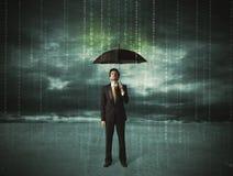 Hombre de negocios que se coloca con concepto de la protección de datos del paraguas Foto de archivo libre de regalías