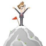 Hombre de negocios que se coloca en el top de la montaña Imagen de archivo libre de regalías