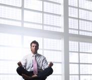 Hombre de negocios que se relaja Imagenes de archivo