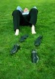 Hombre de negocios que se relaja Imagen de archivo libre de regalías