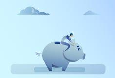 Hombre de negocios que se sienta en concepto de los ahorros del dinero de hucha Imagenes de archivo