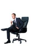 Hombre de negocios que se sienta en silla negra de la oficina Fotos de archivo