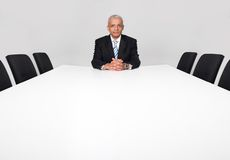 Hombre de negocios que se sienta solamente Imagenes de archivo