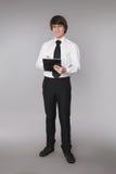 Hombre de negocios que sostiene el cuaderno Smilin hermoso confiado del estudiante Imagenes de archivo