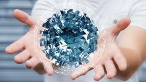 Hombre de negocios que sostiene la esfera abstracta que vuela con el cubo brillante 3D con referencia a Foto de archivo libre de regalías