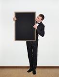 Hombre de negocios que sostiene la pizarra Fotografía de archivo