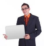 Hombre de negocios que sostiene la tarjeta en blanco Fotografía de archivo libre de regalías