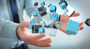 Hombre de negocios que sostiene renderin brillante azul flotante de la red 3D del cubo Imagen de archivo libre de regalías