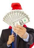 Hombre de negocios que sostiene un bolso y un dinero del regalo de la Navidad imágenes de archivo libres de regalías