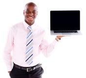 Hombre de negocios que sostiene un ordenador portátil Fotografía de archivo