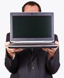 Hombre de negocios que sostiene una computadora portátil fotos de archivo libres de regalías