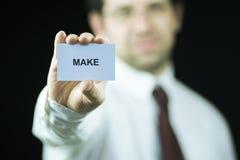Hombre de negocios que sostiene una tarjeta Fotografía de archivo