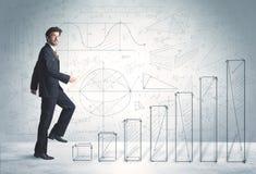 Hombre de negocios que sube para arriba a mano concepto dibujado de los gráficos Fotografía de archivo libre de regalías