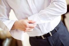 Hombre de negocios que sujeta un puño Imagen de archivo