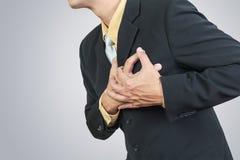 Hombre de negocios que tiene ataque del corazón foto de archivo