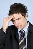 Hombre de negocios que tiene dolor de cabeza Fotos de archivo