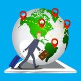 Hombre de negocios que tira de la maleta y de la cartera del bolso del viaje en el fondo del mundo de la tableta, elementos del m Imagen de archivo libre de regalías