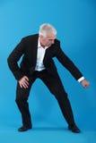 Hombre de negocios que tira de un objeto imaginario imagen de archivo libre de regalías