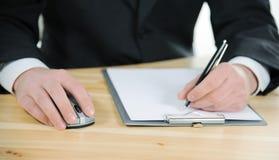 Hombre de negocios que toma notas Fotos de archivo libres de regalías
