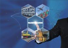 Hombre de negocios que trabaja con el icono virtual del transporte del interfaz Imagenes de archivo
