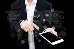 Hombre de negocios que usa la exposición doble del teléfono elegante con gra del negocio Imagenes de archivo