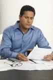 Hombre de negocios Reading Documents Imágenes de archivo libres de regalías