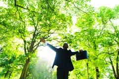 Hombre de negocios Relaxation en el bosque fotografía de archivo